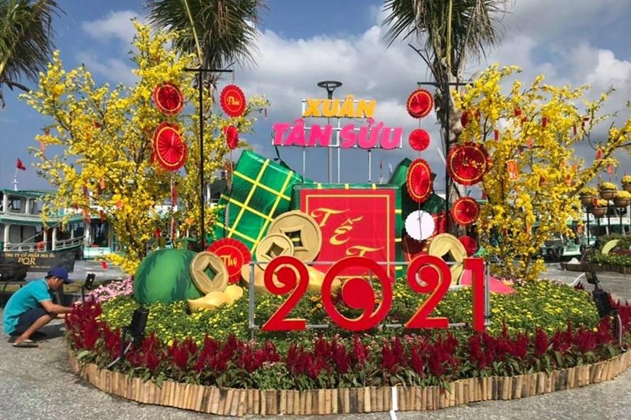 Cụm hoa tại công viên Bạch Đằng Phú Quốc khoe sắc